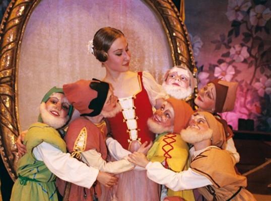 Белоснежка и семь гномов (Детские). Театр оперы и балета. Билеты в наличии: 600.00 руб. Свободных мест: 10
